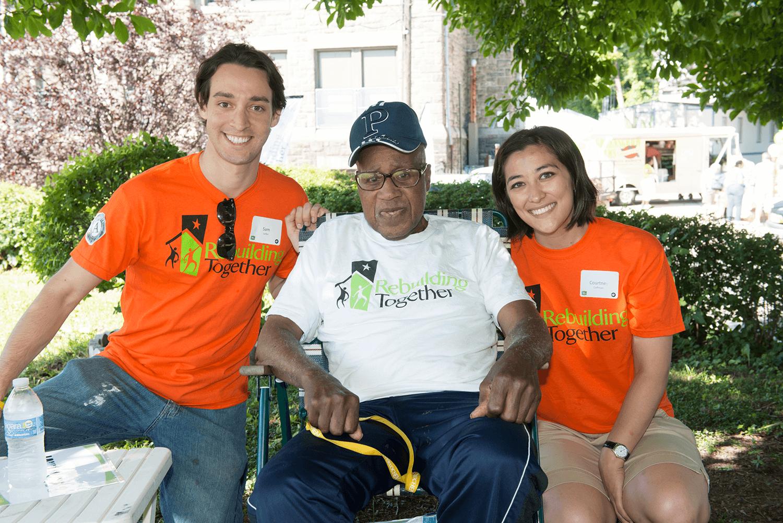 volunteers_and_homeowners