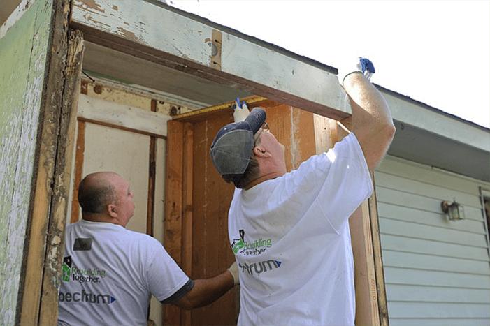 Spectrum employees, local volunteers spruce up damaged Shawnee home